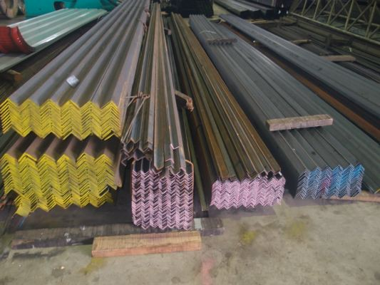 American Iron & Alloys carries cast iron angle bar stock